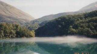 アルバニア旅行記 美しすぎる青の湖 ブルーアイ