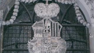 チェコ旅行記 人骨で装飾されたセドレツ納骨堂