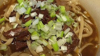 台湾のお土産 半筋半肉牛肉麺のレトルトがおいしかった