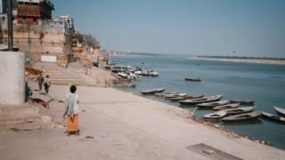 インド旅行記 ガンジス川が流れる聖地バラナシ