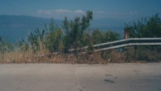 マケドニア軍の装甲車に乗った日 マケドニア-アルバニア国境